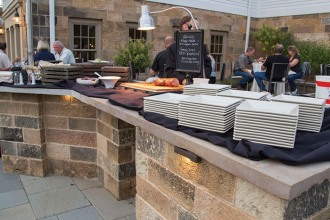 events-outdoor-buffet-setup